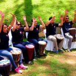 Descubre por qué la musicoterapia con tambores es cada vez más usada en las mejores empresas